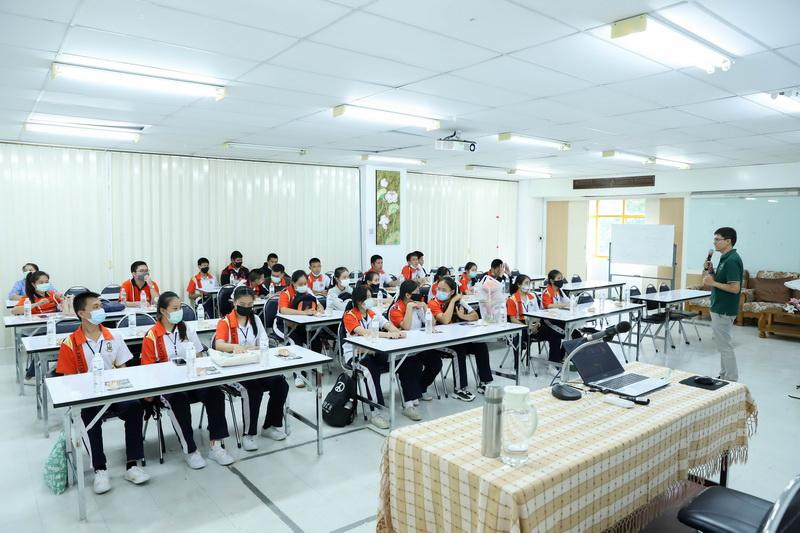 คณะวิทยาศาสตร์ให้การต้อนรับคณะครูและนักเรียนจากโรงเรียนกาวิละวิทยาลัย จ.เชียงใหม่